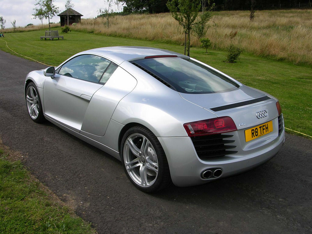 2703366174_b0d3d5da32_b - The Car Spy - Flickr - Audi R8
